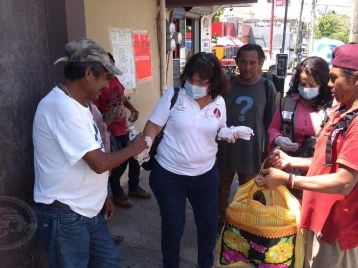 Llevan alimentos y bebidas a los más necesitados