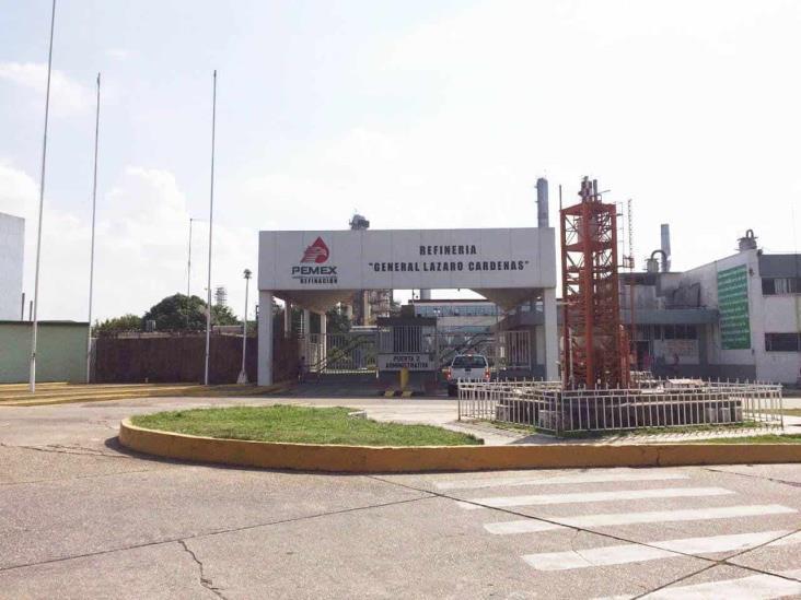 Controlan incendio en bomba de la Refinería Lázaro Cárdenas