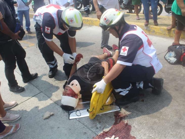Hombre resulta lesionado por motociclista al cruzar la calle