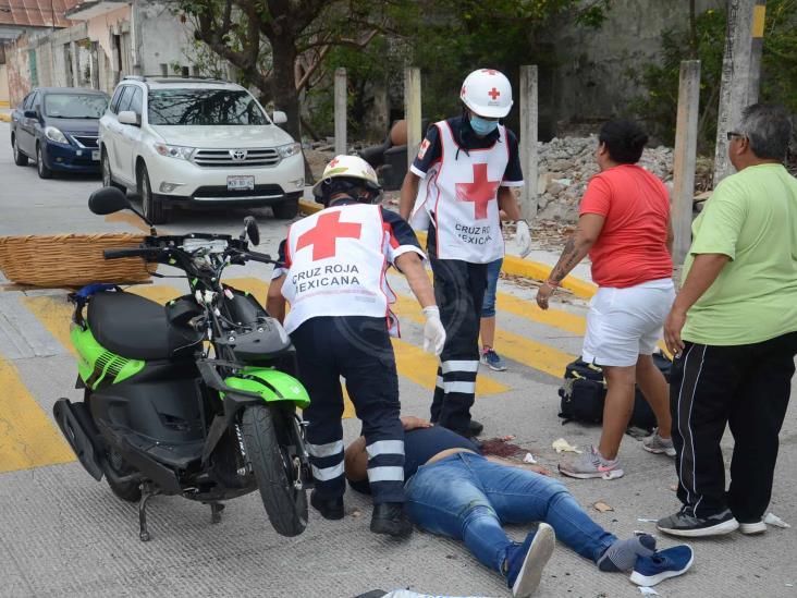 Se impacta motociclista con camión repartidor de refresco en Veracruz