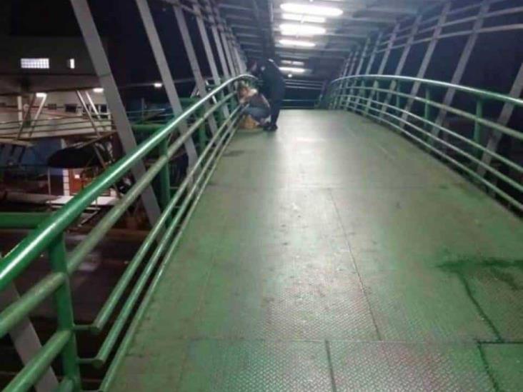 En Xalapa, joven intenta suicidarse al aventarse de puente