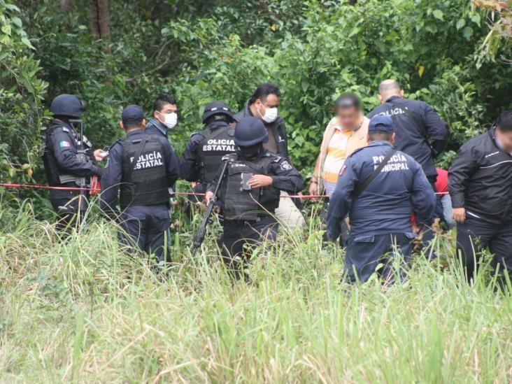 En Agua Dulce, exhuman cadáveres encontrados en fosa clandestina