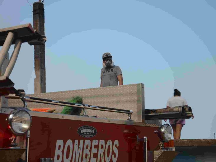 Voraz incendio en colonia Cándido Aguilar, consume terreno baldío