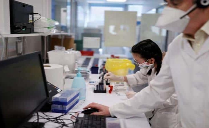 Repudia China teoría de EU de que Covid-19 salió de laboratorio en Wuhan