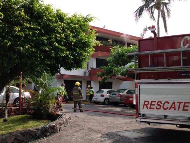 Bomberos de Veracruz sofocan incendio en residencia de la colonia Playa de Oro