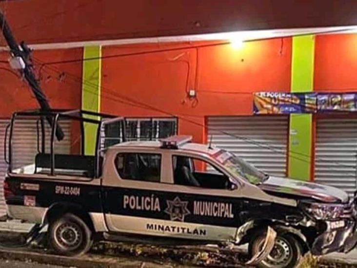 Patrulla municipal de Minatitlán terminó sobre la banqueta