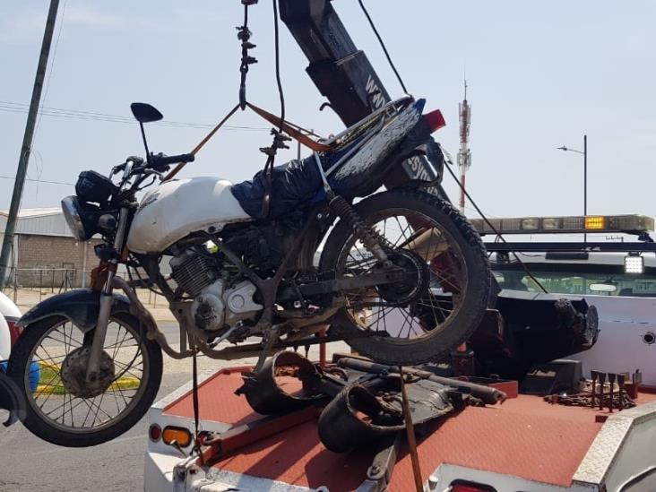 Taxista impacta a mototortillero en Coatzacoalcos