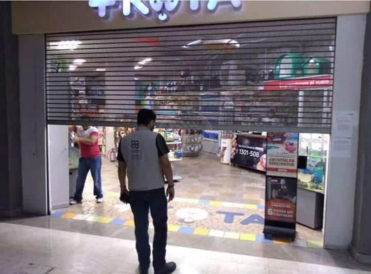 Abandonan a animales en tienda ubicada en plaza comercial de Boca del Río
