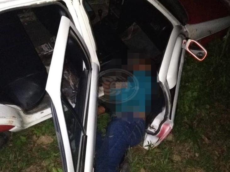 Taxista de Agua Dulce aparece degollado en la colonia Díaz Ordaz