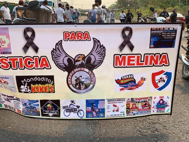 Repartidores bloquean la Cosolea-Nuevo Teapa; exigen justicia para mujer asesinada