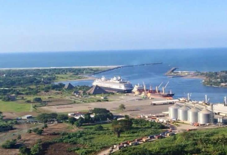 COVID-19 y guerra comercial derriban carga en puertos de México
