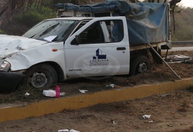 Por exceso de velocidad se registra volcadura en carretera de Veracruz