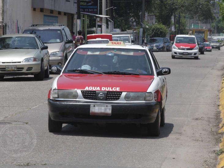 En Agua Dulce, taxistas se aprovechan de contingencia y suben tarifas