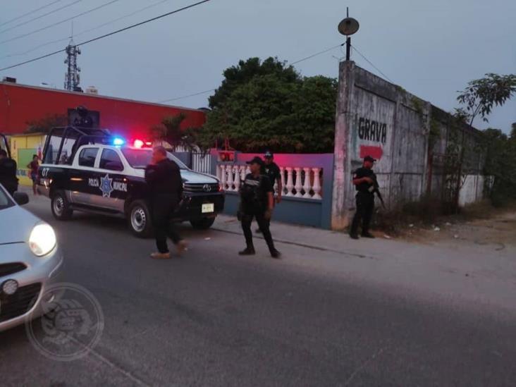 Policías irrumpen y suspenden fiestas en Las Choapas