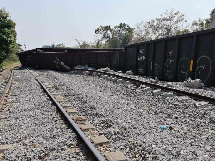 Se descarrilan vagones de un ferrocarril en Medias Aguas