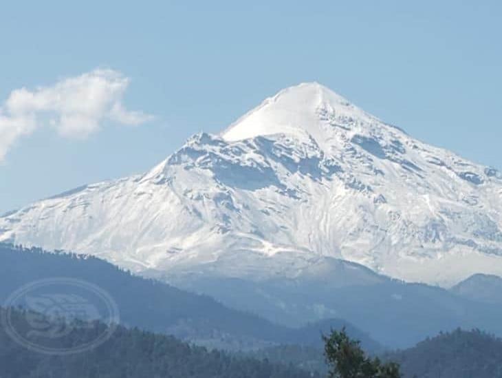 Fuerte nevada y lluvia visten de blanco al Pico de Orizaba