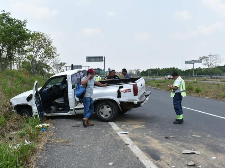 Conductor de camioneta sufre accidente en tramo Acayucan-Sayula
