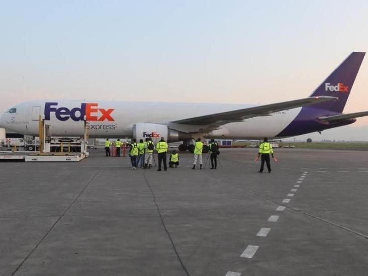 Avión con ventiladores de EU arriba a México