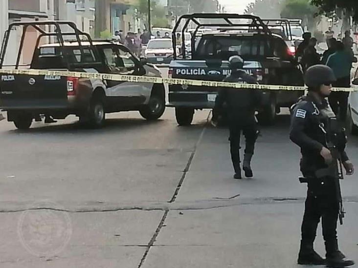 Movilización policíaca en Cosoleacaque, por supuesta persona baleada