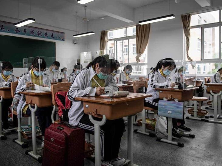 Regresan a clases en Wuhan