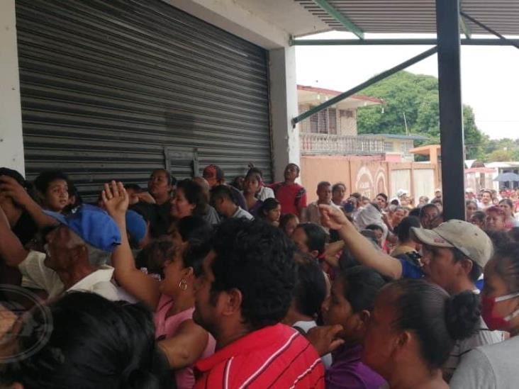 Suspenden donación de carne en Las Choapas por gritos y empujones