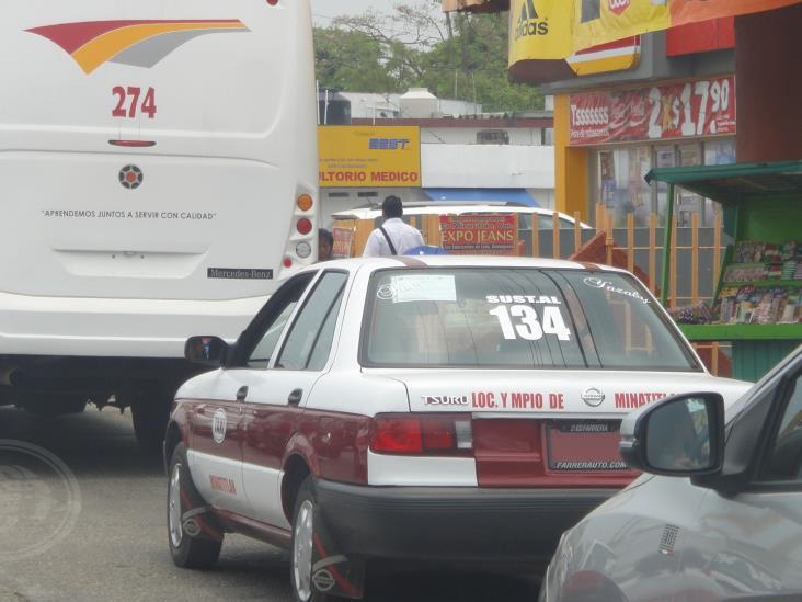 Se desploma 70% los servicios de taxistas en Minatitlán