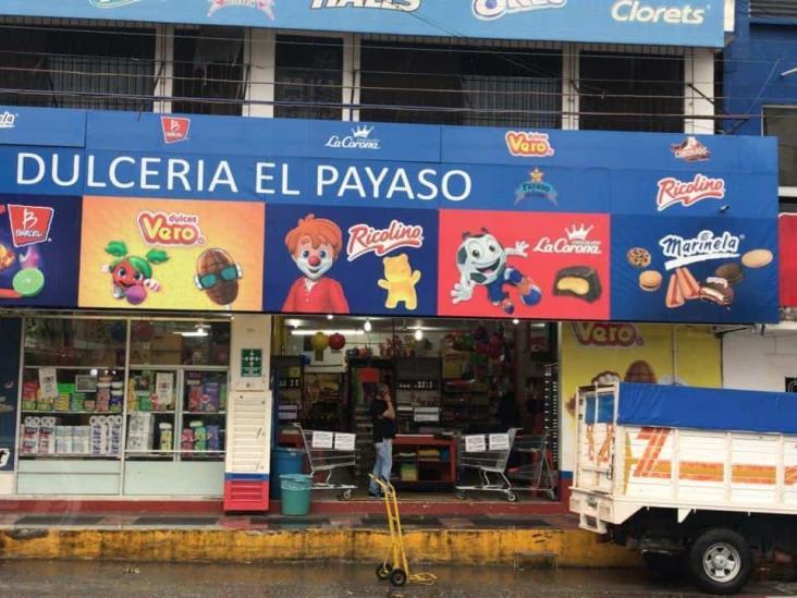 Robo a mano armada a dulcería en pleno centro de Acayucan