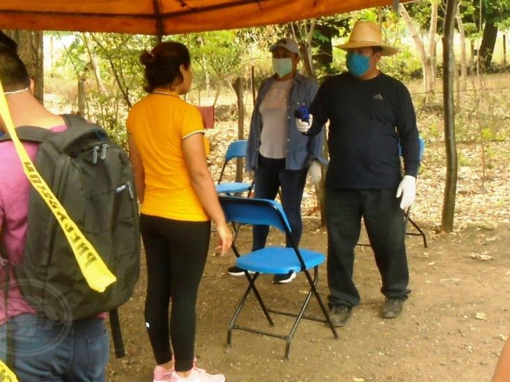 """Reciben """"mentadas"""" en filtros sanitarios de la Sierra de Soteapan"""