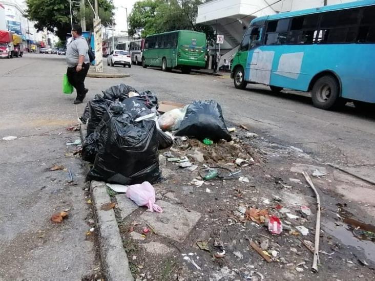 Grandes cantidades de basura en el centro de Coatzacoalcos
