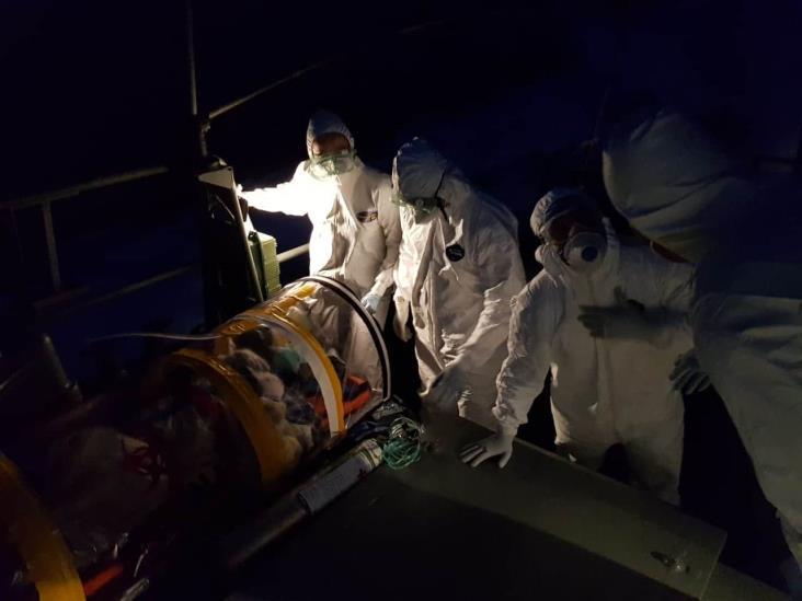 Evacúa Semar a tripulante con síntomas de COVID-19 en Puerto de Veracruz