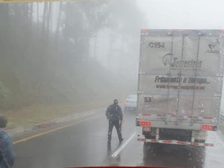 Hasta 10 autos se habría llevado comando en autopista Puebla-Veracruz