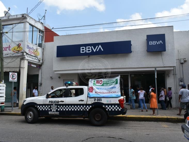 Persisten aglomeraciones en mercados y bancos de Acayucan