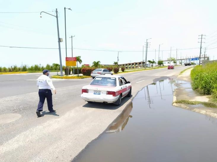 Ocupantes de taxi intentan burlar filtro del poniente de Coatzacoalcos