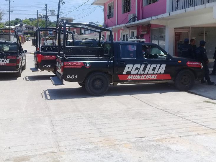 Ebrio sujeto amenazó con pistola a su madre e hijo en Moloacán