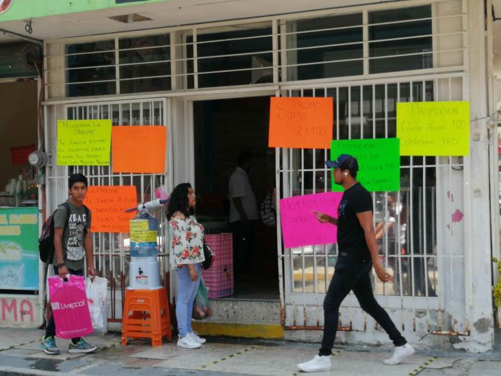 Comercios en Tuxpan regalan cubrebocas a ciudadanos