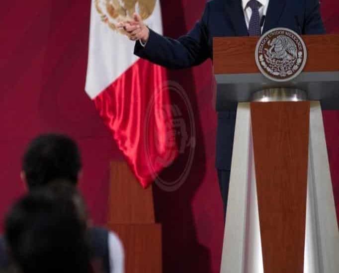 Ofrece López Obrador disculpa pública a médicos