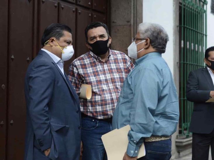 PAN, PRD, y PRI acusan amenazas a alcaldes para avalar reforma electoral
