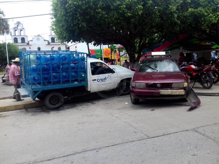 Repartidor de agua choca contra dos vehículos en Carranza