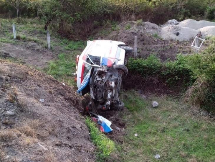 Se vuelca ambulancia particular sobre la autopista Veracruz-Córdoba