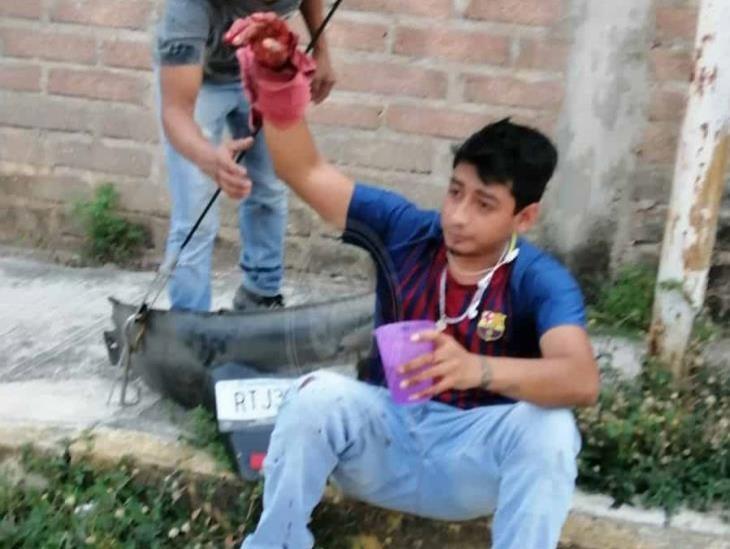 Cafre arrolla a motociclista en colonia de Minatitlán