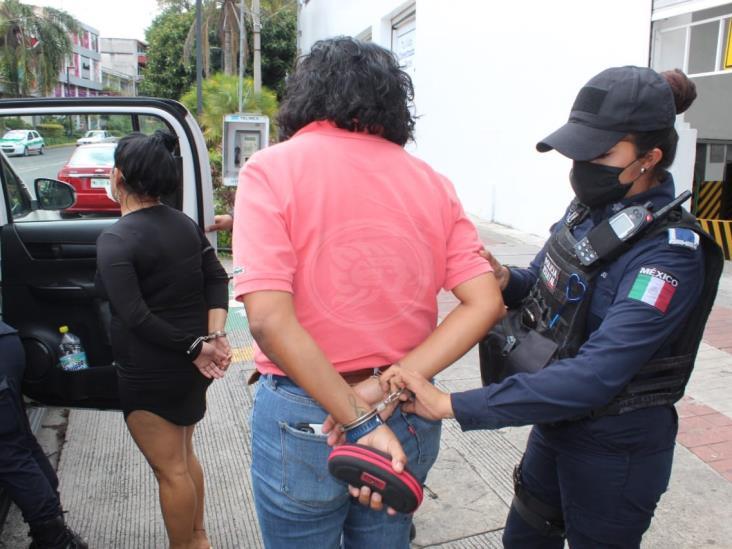 Detienen a presuntas defraudadoras en calles de Xalapa