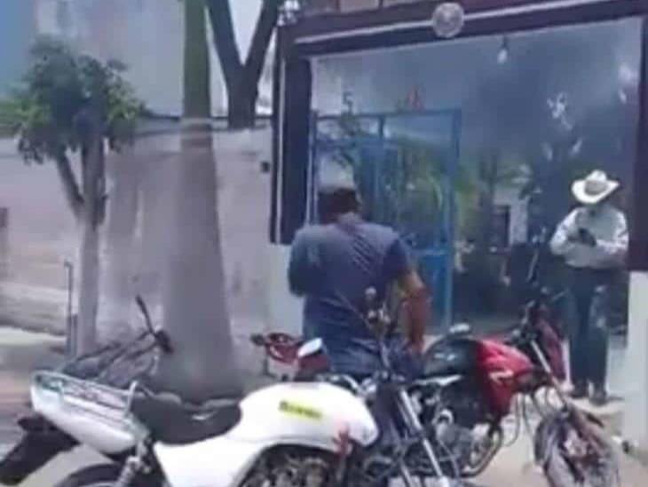 En Morelos, incendian casa donde vendían alcohol adulterado