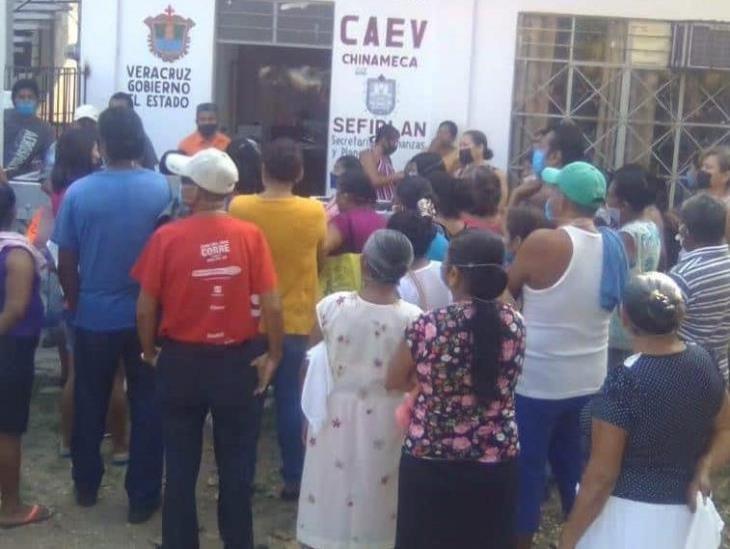 Vecinos en Chinameca protestan ante CAEV por falta de agua potable