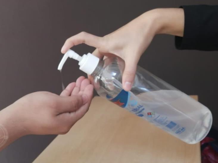 Donarán gel antibacterial a hospitales; serán 20 litros al Comunitario y 20 al IMSS
