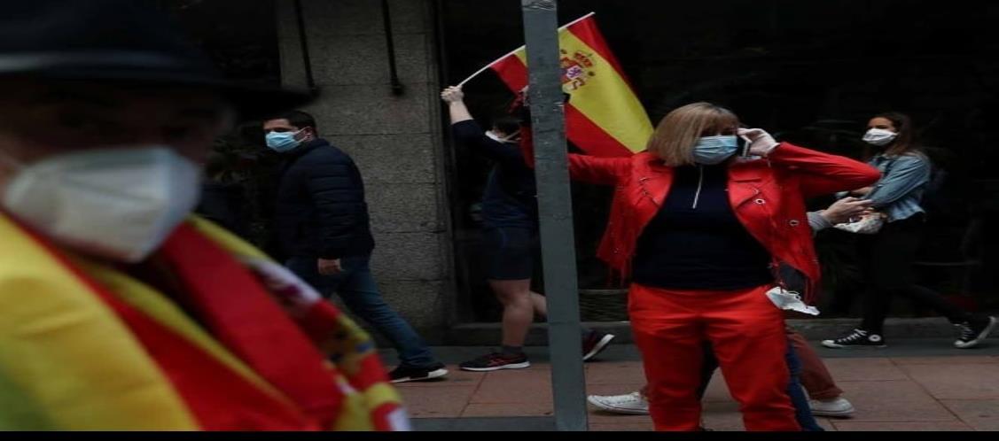 Muertes por Covid-19 en España caen abajo de 100