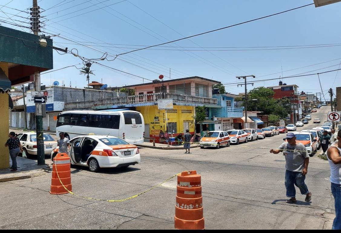 Cierre del centro de Acayucan, duro golpe para  urbaneros