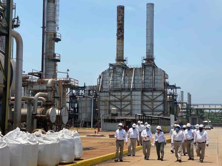 Rocío Nahle recorre Cangrejera; construirán tren de refinación, confirma