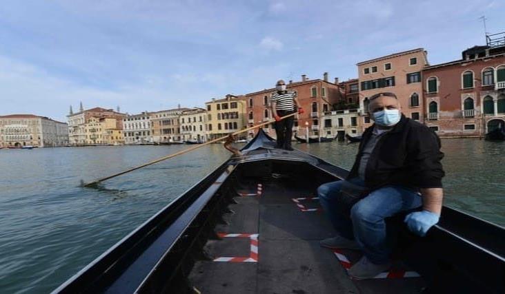 Góndolas vuelven a surcar los canales de Venecia