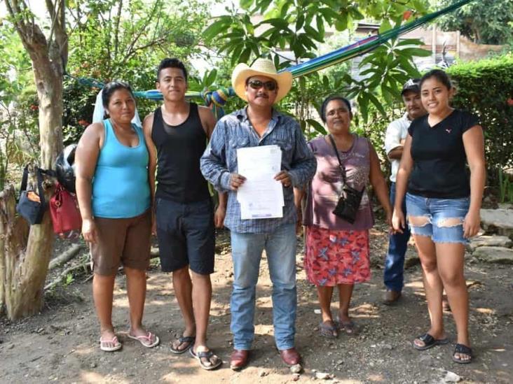 Acumula señalamientos por despojo y amenazas líder de colonia en Acayucan