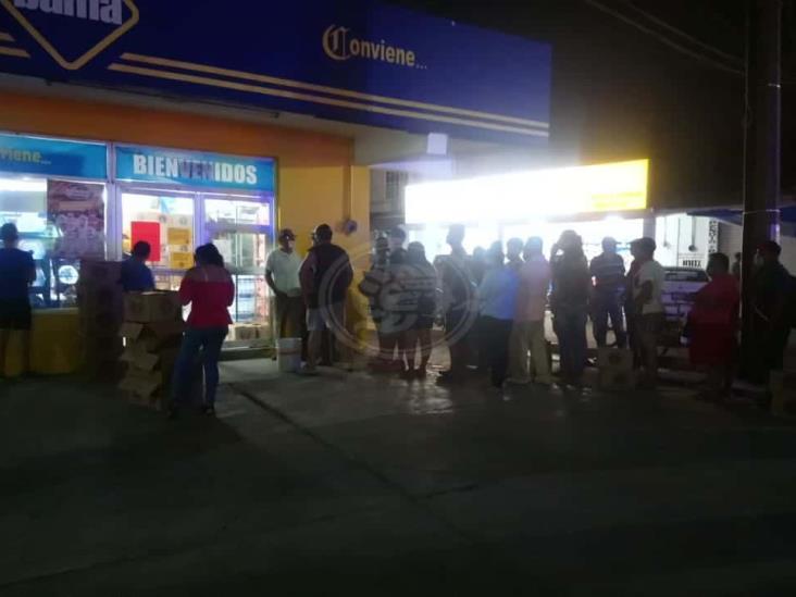 Restringen entrada de foráneos a comprar cerveza en Las Choapas